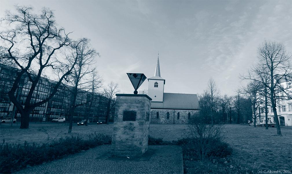 Kz-Gedenkstein an der ehem. Wirkungsstätte des Pfarrers Bornitz - der Alten Pfarrkirche Lichtenberg (Berlin/Möllendorfstr.)